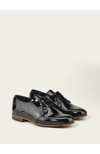 low shoe in leather made in France