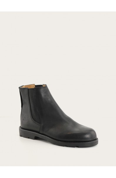 Boots black with black outsole